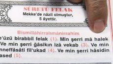 """Dünya Müslümanlarına yüzyıllarca önderlik etmiş şu ülkede """"Kur'an türkçeden (yani latin harflerden) okunur"""" diyen ahmaklar çıkmış. Bakın cahil demiyoruz. Ahmak diyoruz. Çünkü bunlar kendi çaplarında belli bir seviyede ilim tahsil […]"""