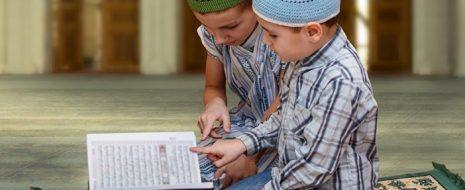 Müslüman ebeveynler olarak hem kendimiz hem de çocuklarımız için Kur'an-ı Kerim'e gerekli hürmeti gösteriyor ve öğrenmek için çabalıyor muyuz? Kuran ikliminde yetişen bir nesil için üzerimize düşen vazifeler neler ve […]